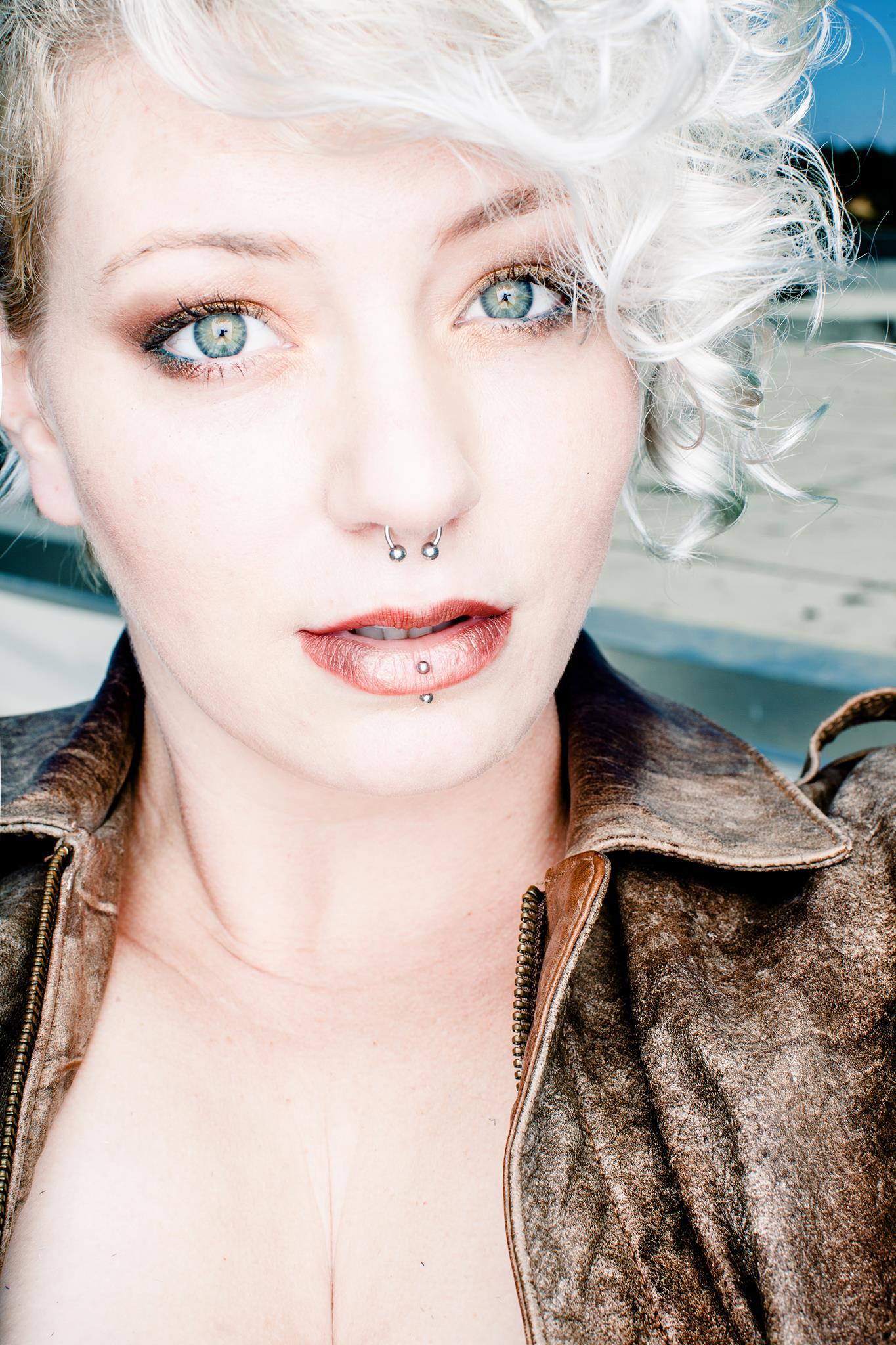 Musician Photographer Elle Jaye Joins Serenity Drums On U.K. Tour e7039803e8